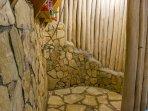 Chalet 3 : stone shower