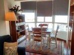 Coqueto Salon Comedor en Galeria, sofa tres plazas + sillon, Tv, amplias vistas