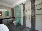 Bathroom 3 with Jacuzzi, double rain showers and washing machine (ground floor)