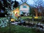 Maison et bassin le soir dans l'Airial (printemps)