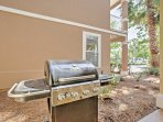 Utilize the outdoor  grill at the house or put a burger on the community grills by the pool.