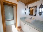 Shared bathroom in guesthouse (access from two bedrooms)