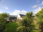 Brunels Cottage overlooking the Haven Waterway - rear enclosed garden