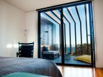 Bedroom with a look to the Private Terrace - WoodLovers Jardim®