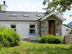 Modernised traditional Welsh cottage with private garden and its own woodland