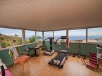 Sala de ejercicios, con varios aparatos a tu disposición. Vistas espléndidas, buenísima ventilación.