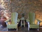 Sillas 'Adirondack' en el porche