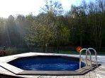 La piscine extérieure chauffée (d'avril à septembre) et accessible également au propriétaire