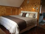 Flexible bedroom -can be set up with one kingsize bed or two singles