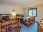 2nd floor bedroom queen & twin beds