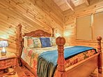 The 2 other bedrooms have queen-sized beds.