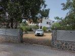 Propiedad vallada y protegida con aparcamiento,porche y barbacoa Especialmente tranquila