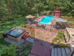 Luxury! 5,300 Sq Feet, 3 Acres On A Private Road. Pool, Hot Tub & Privacy.