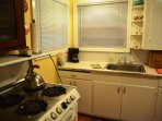 Arcata Stay's Sweet Home Stay 2 BD/ 2 BA bungalow kitchen