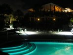 The pool by night. Even then the temperature stays  around 25 degrees; no winterclothes needed here!