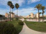 Vista general de Urbanización las Américas desde la puerta de acceso a la playa.
