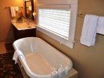 Arcata Stay's Gateway Stay 2 BD/ 2 BA vacation rental Cal king master bedroom bathroom