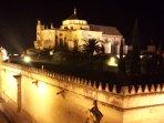 Vista de la Mezquita-Catedral de noche, desde la terraza alta de la casa.