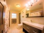 Second bathroom with 6' bathtub
