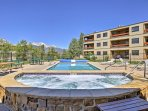 Enjoy access to the community pool and hot tub!