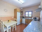 Completely fitted kitchen.
