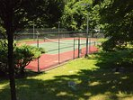 The tennis court is lighted and has a basketball hoop for play day and night. Racquets & balls incl.