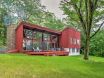 Escape to the White Mountains in this beautiful 4-bedroom, 2-bath vacation rental house in Glen!