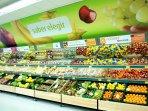 Supermarket is 5 mn walk away