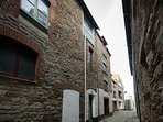 Nestled in the back streets of Looe just yards from the rivers edge and beach