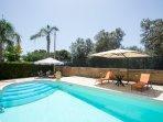 piscina larga 5 metri e lunga 10 metri