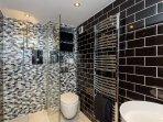 Striking family shower room