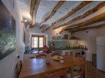De gezellige en knusse woonkeuken voor 6 personen