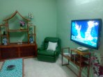 living room 46' flat TV with sport TV channels for live football