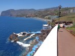 Volcanic pools and promenade seaside: 2 minutes walking.