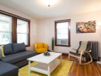BEAUTIFUL Apt 2BR/1B close to train station