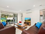ALPINE PLACE VILLA 25 - SYDNEY - Sleeps Groups, New & Spacious, Linen Included