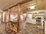 Cooking for the whole family is easy as pie in this fully equipped kitchen.