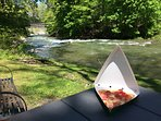 Hot Tomatoes Pizza by the Green River