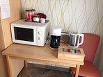 Mikrowelle, Kaffemaschine, Wasserkocher und Toaster