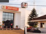 Zenith bank and many more banks within walking distance frm villa