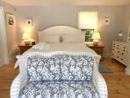 Master bedroom has a king size bed. All linens are supplied.
