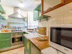 Full equipped kitchen with oven, microwave and dishwasher.