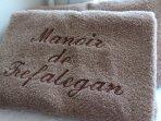 Nous fournissons le linge de maison (draps, serviettes et peignoir)