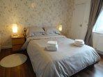 Lower double bedroom en-suite
