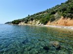 Villa VIOLA+JASMINE. L'accesso alla spiaggia privata del Complesso SECRET SPORADES.