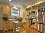 Add some flavors from home to your vacation away with this well-equipped kitchen.