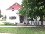 A Stone's Throw Lake House in Kincardine (week-long rentals only)