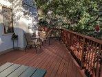 Fell like a tree house. Nice oak tree with bird feeders over the deck