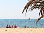 Disfruta de esas merecidas vacaciones frente al mar, en playa La Roda de Altea.