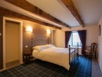 Bedroom 1 (Kingsize bed)